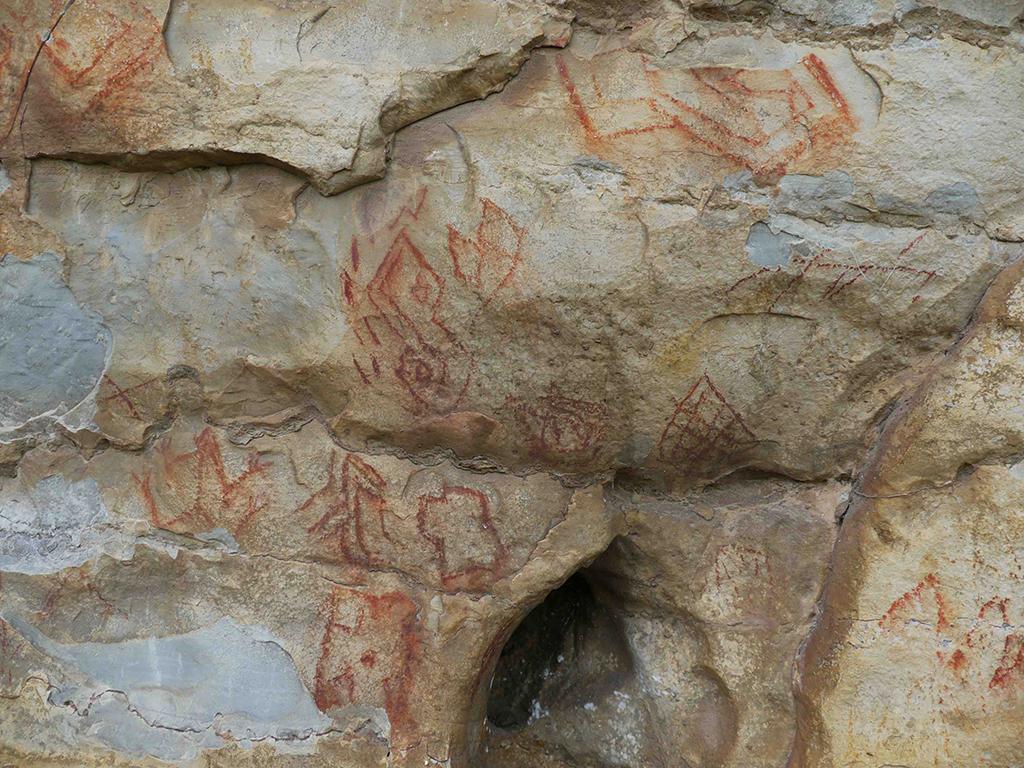Motifs géométriques figurés sur le site de Songantela.