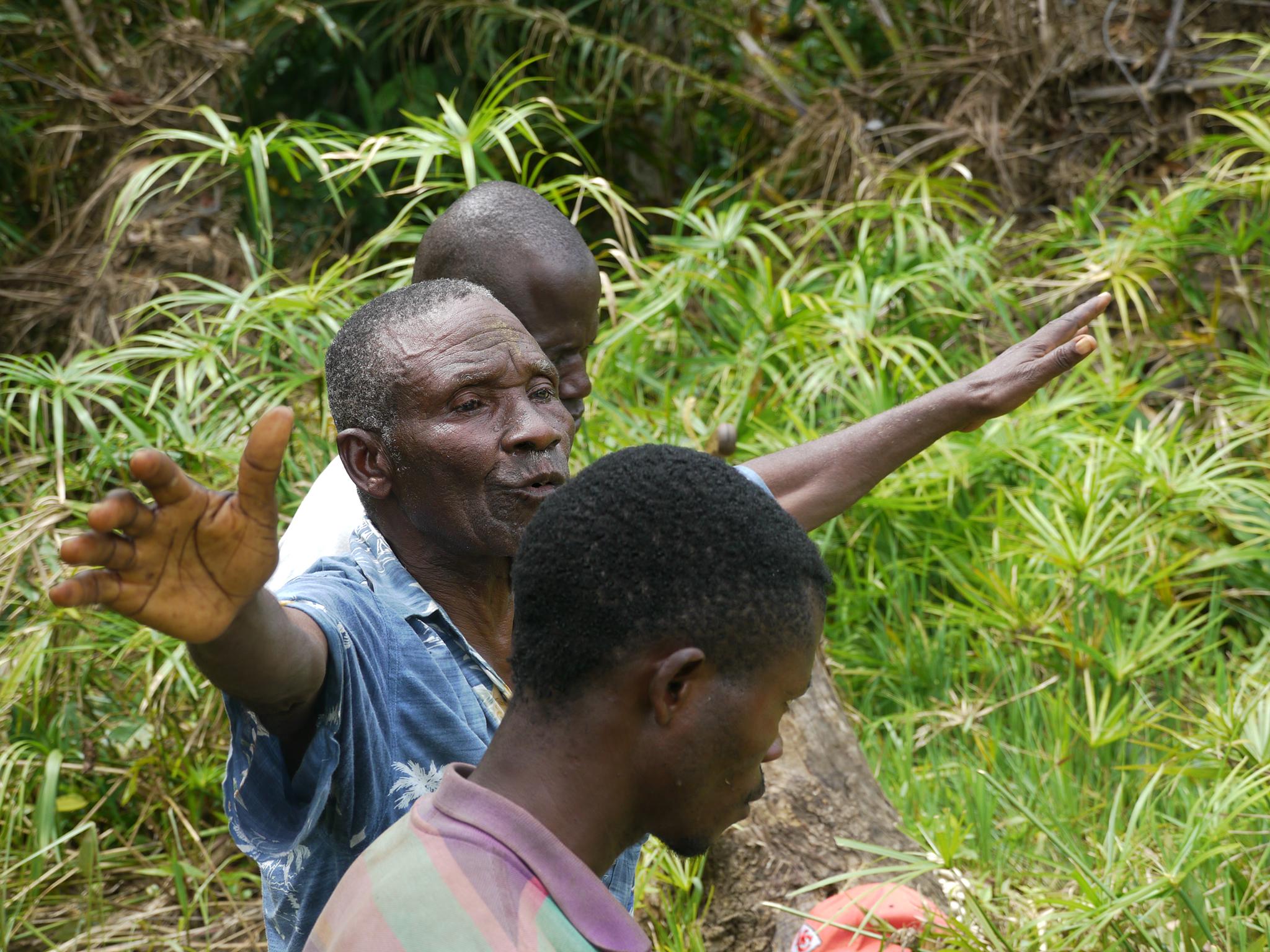 Rituel effectué par Bernard Divangambuta sur le site de Fwakumbi.