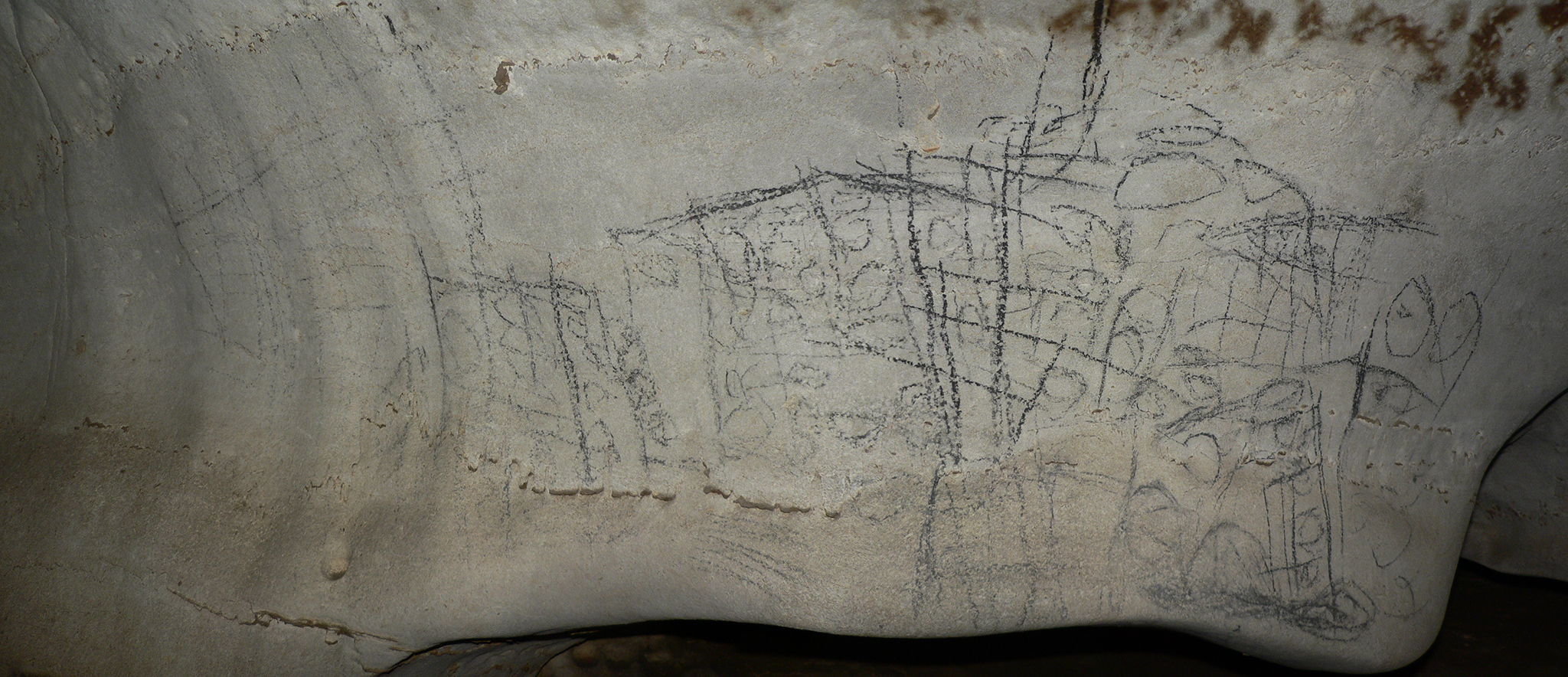 Dessins noirs de la galerie supérieure, dans la grotte ornée de Tovo.
